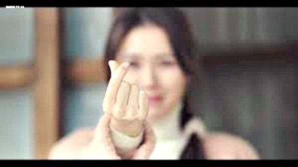 Korean drama Saranghae fingers sign, Kdrama fan