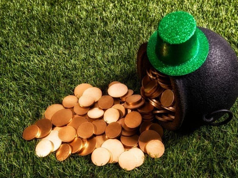 St. Patrick's Day Scavenger Hunt for Kids pot of gold